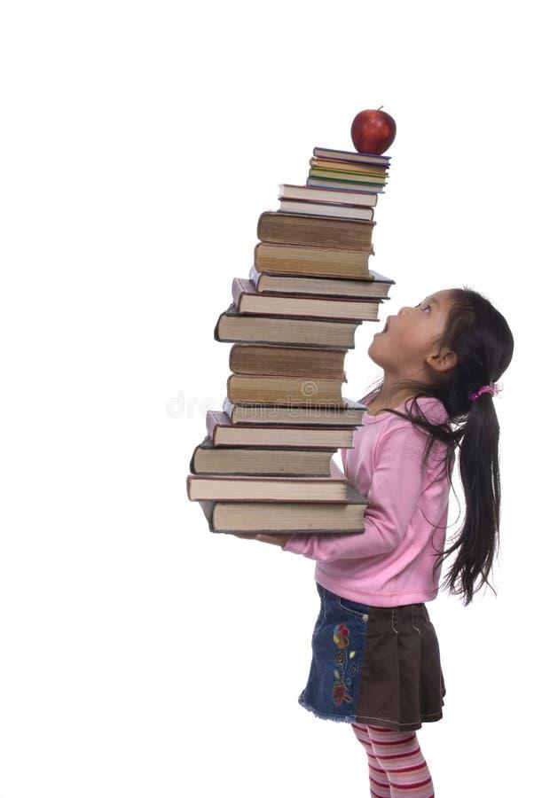 books den höga serieskyen för utbildning arkivfoto