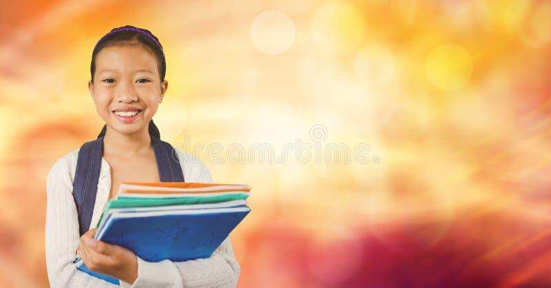 books den lyckliga holdingen för flickan som isoleras över le white för skolaserie royaltyfri bild
