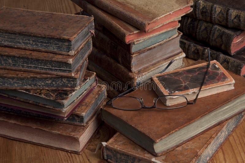 books exponeringsglas som läser tappning royaltyfri foto