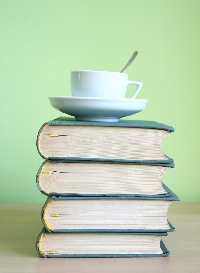 books kaffe royaltyfria foton