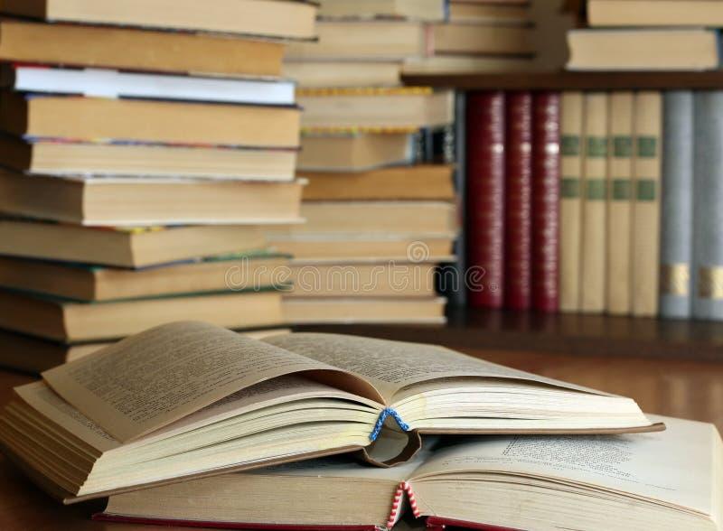 books många som är gammala royaltyfria bilder