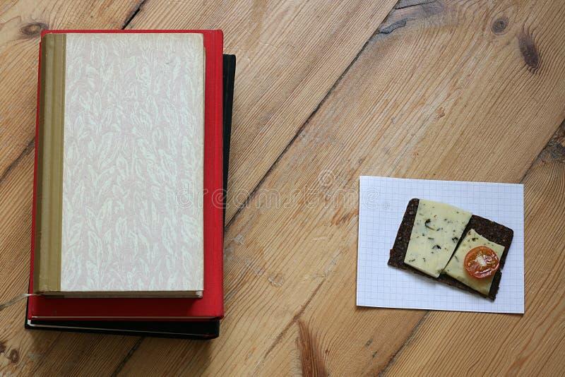books mellanmål royaltyfri bild