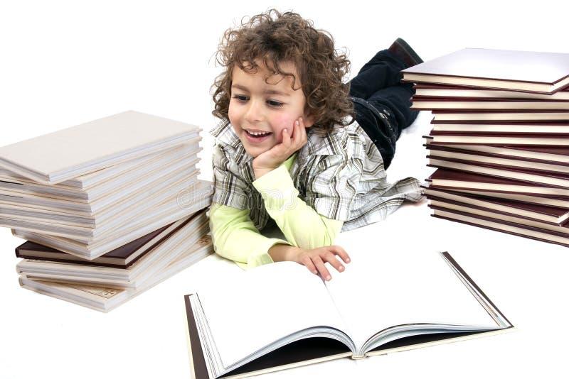 books pojken royaltyfri fotografi