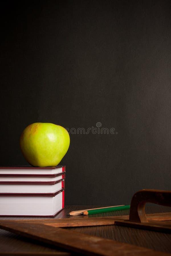 books skrivbordskolan arkivbild