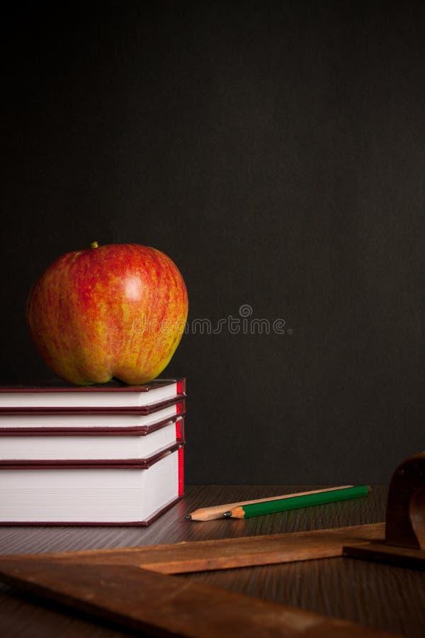 books skrivbordskolan arkivfoto