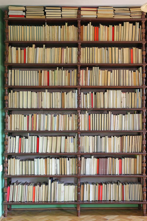 bookshelf fotos de stock royalty free
