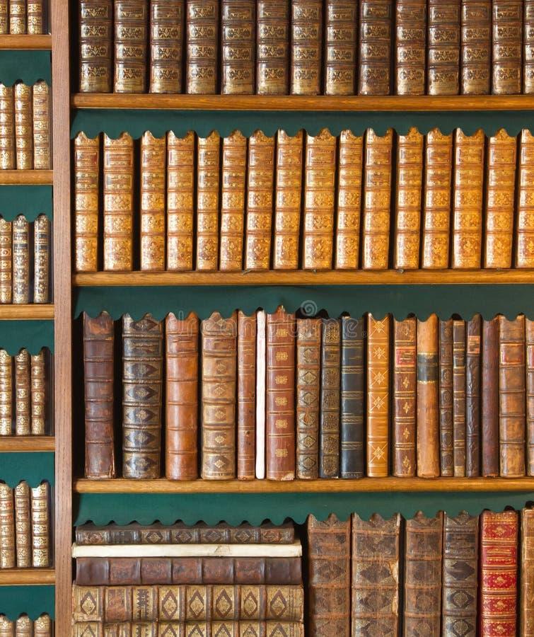 bookshelf A coleção de livros do vintage, livro antigo textured a tampa imagem de stock