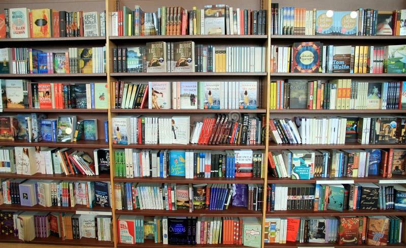 bookstore книжных полок стоковое изображение rf
