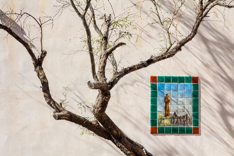 Boom en kleurrijk mozaïek, San Xavier del Bac Mission, Tucson royalty-vrije stock foto's