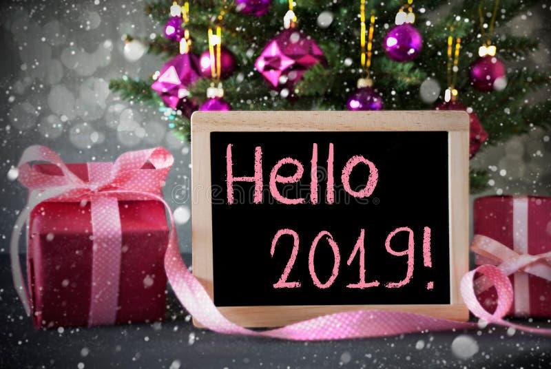 Boom met Giften, Sneeuwvlokken, Bokeh, Tekst Hello 2019 stock foto