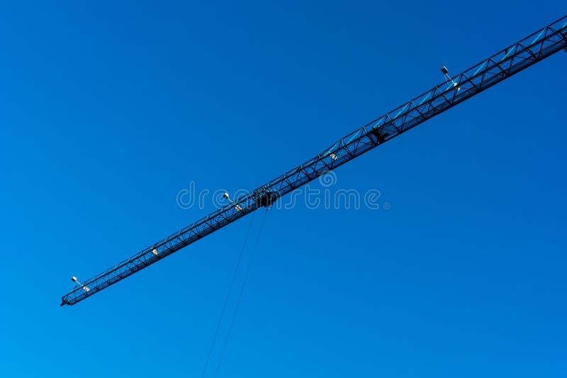 Boom van de Blauwe Toren Crane Against Blue Sky stock fotografie