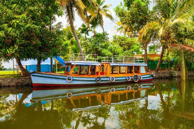 Boot in Alappuzha-binnenwateren, Kerala stock fotografie