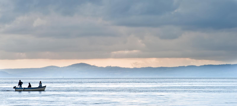 Boot auf bolsena See stockbild