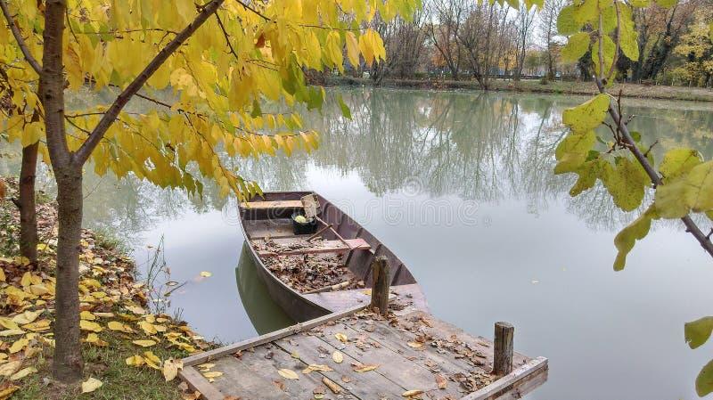 Boot auf dem See lizenzfreies stockfoto