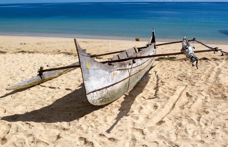 Boot auf dem Strand, neugierig ist, Madagaskar stockbilder