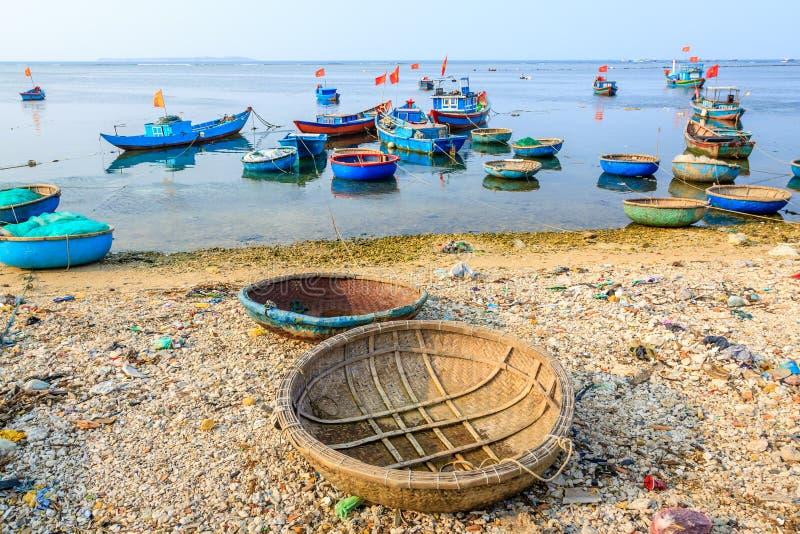 Boot auf LY-Sohninsel stockbild