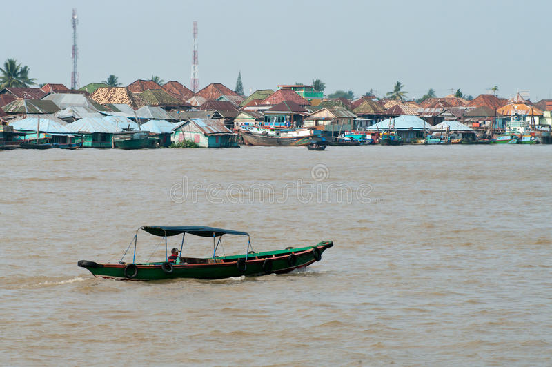 Boot auf Musi-Fluss in Palembang, Sumatra, Indonesien stockfotos