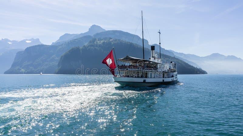 Boot auf Seeluzerne - die Schweiz lizenzfreies stockfoto
