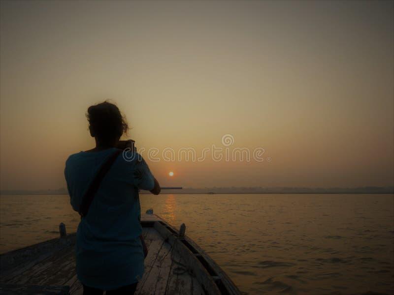 Boot beim Ganges, Varanasi stockfotos