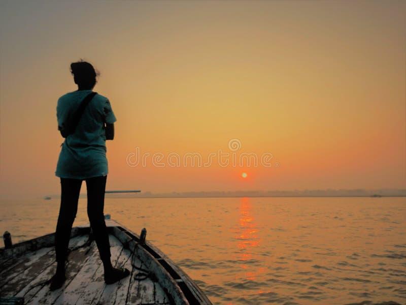 Boot beim Ganges, Varanasi stockfoto