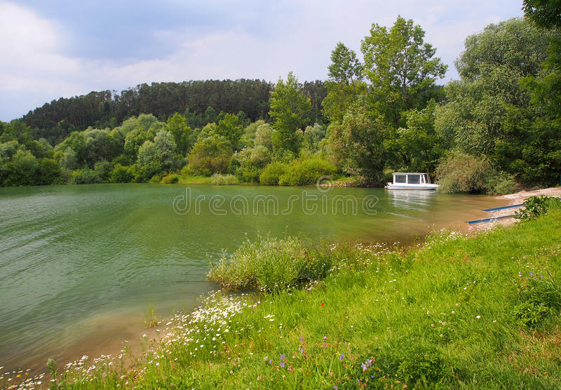 Boot bij het meer van Liptovska Mara, Liptov, Slowakije stock afbeelding