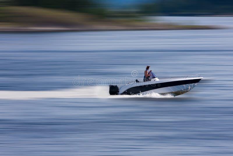 Boot an der großen Geschwindigkeit