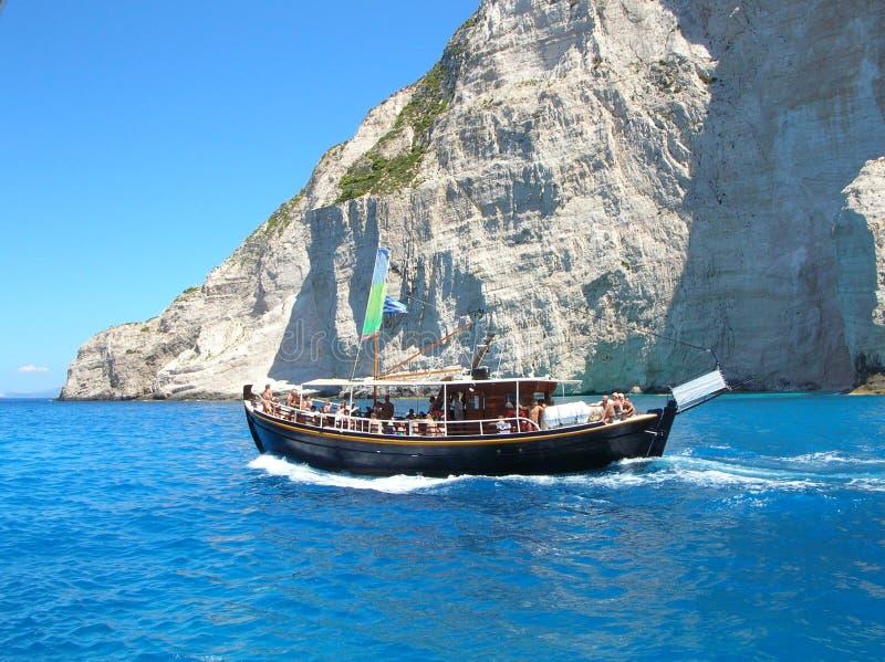 Boot der Touristen an Bord lizenzfreie stockfotografie