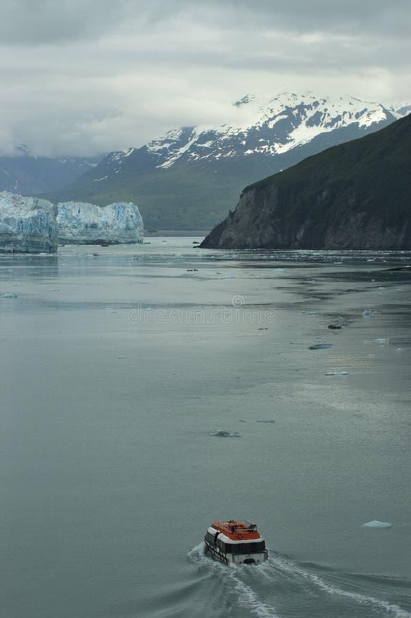 Boot die naar Gletsjer Hubbard gaat royalty-vrije stock foto's