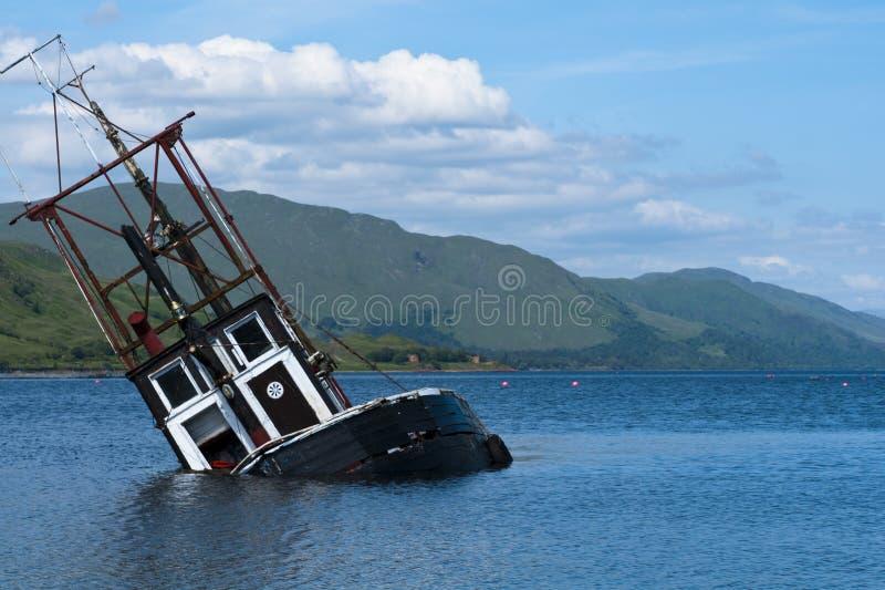 Boot, die vissersvaartuig, Loch Linnie daalt stock afbeelding
