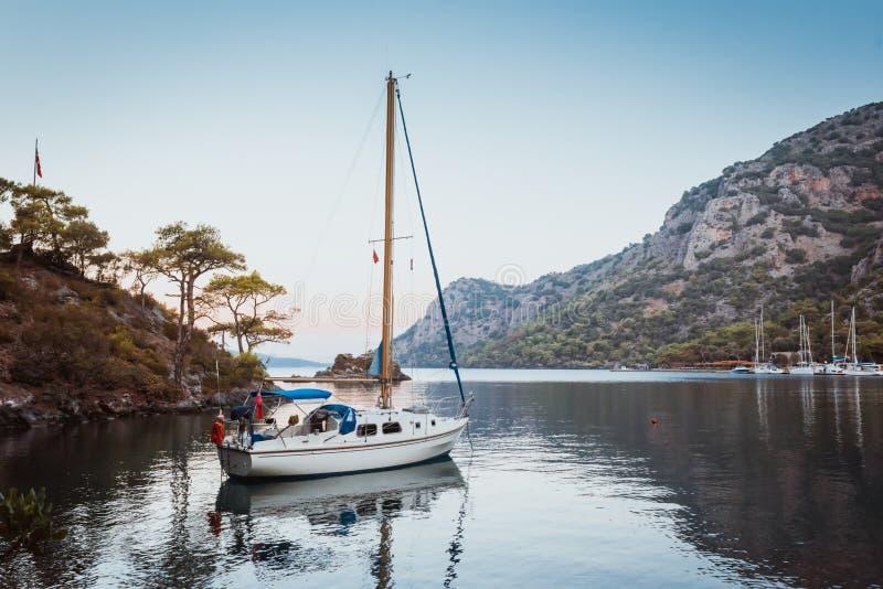 Boot in Egeïsche overzees Bodrum Mugla, Turkije stock afbeelding