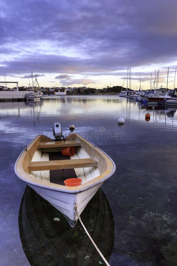 Boot am Hafen lizenzfreie stockfotografie