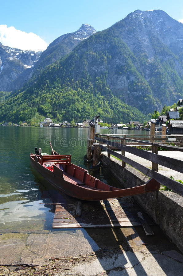 Boot in Hallstatt stock afbeelding