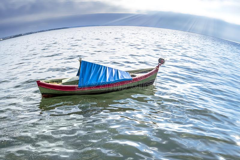 Boot in het Ege?sche Overzees Griekenland thessaloniki royalty-vrije stock foto
