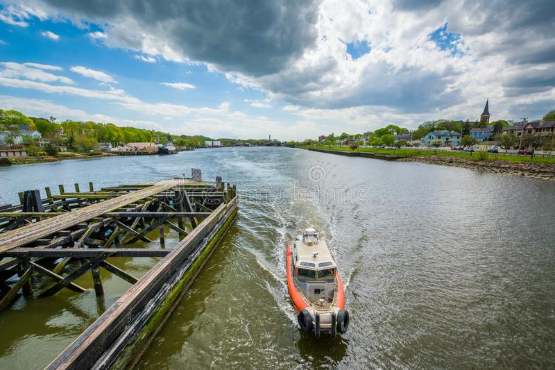 Boot im Quinnipiac-Fluss, in New-Haven, Connecticut stockbild