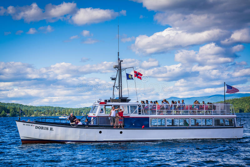 Boot im See Winnipesaukee im Wehr-Strand, Laconia, neues Hampshir lizenzfreie stockbilder