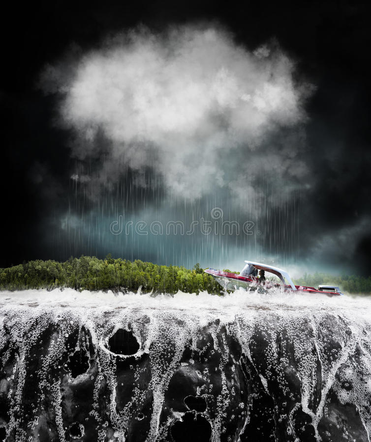 Boot im Sturm stockbild