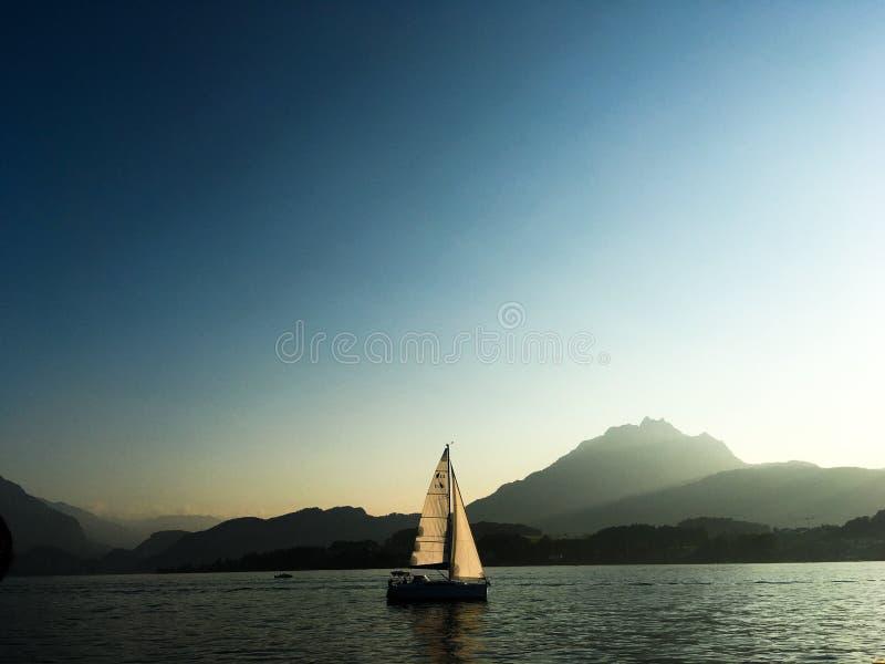 Boot in meer Luzern, Zwitserland royalty-vrije stock fotografie