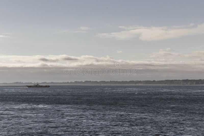 Boot op de horizon royalty-vrije stock afbeelding
