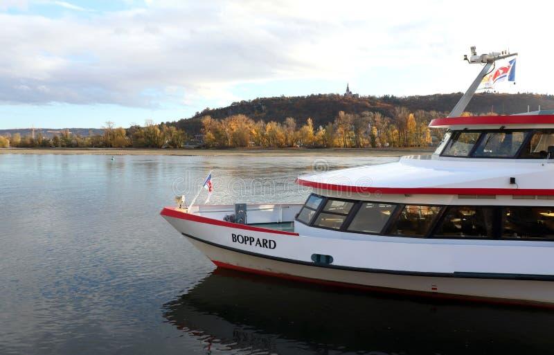 Boot op de Rijn in Duitsland stock afbeelding