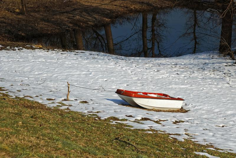 Boot op de sneeuw stock foto