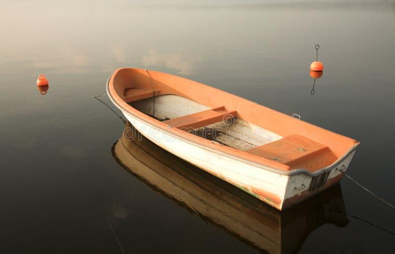 Boot op een meer royalty-vrije stock afbeelding
