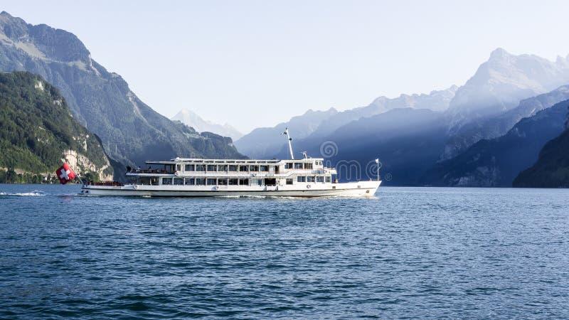 Boot op meer luzerne - Zwitserland stock foto's