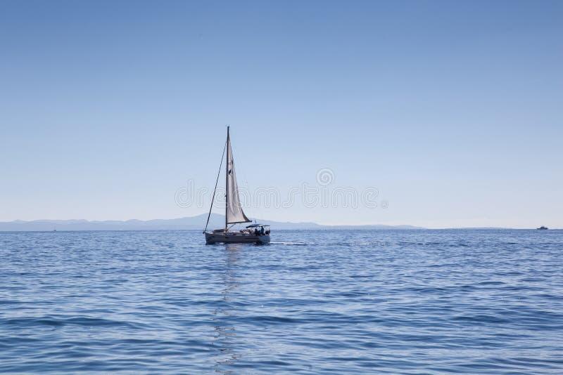 Boot op overzees stock foto
