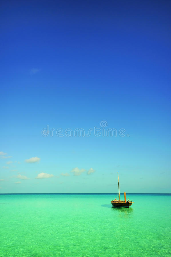 Boot op zee royalty-vrije stock afbeelding