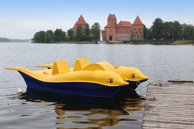 Boot am Trakai-Insel-Schloss stockfotografie