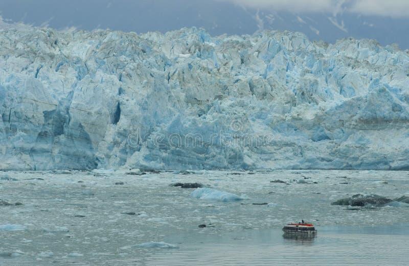 Boot voor Gletsjer Hubbard royalty-vrije stock afbeeldingen