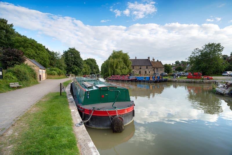 Boote auf dem Kanal lizenzfreie stockbilder
