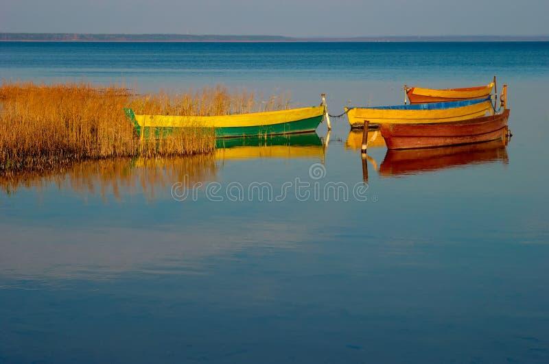 Boote auf dem See lizenzfreie stockfotografie