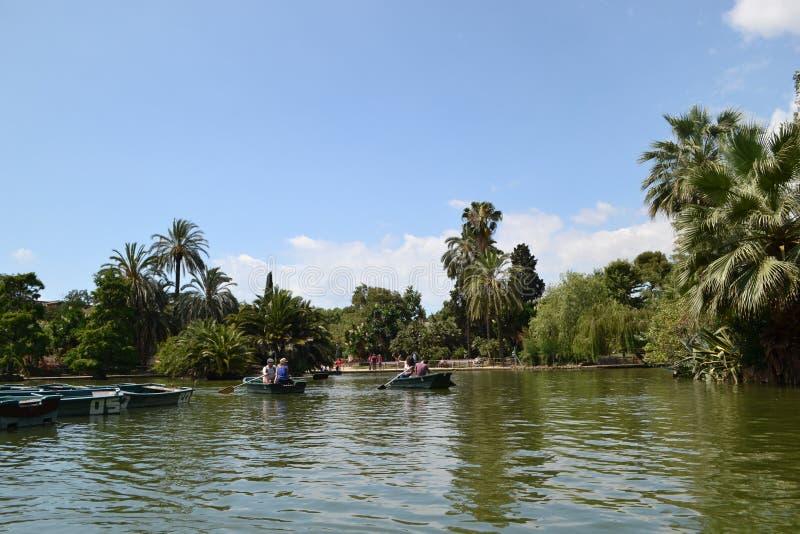 Boote auf dem See, Barcelona lizenzfreie stockbilder