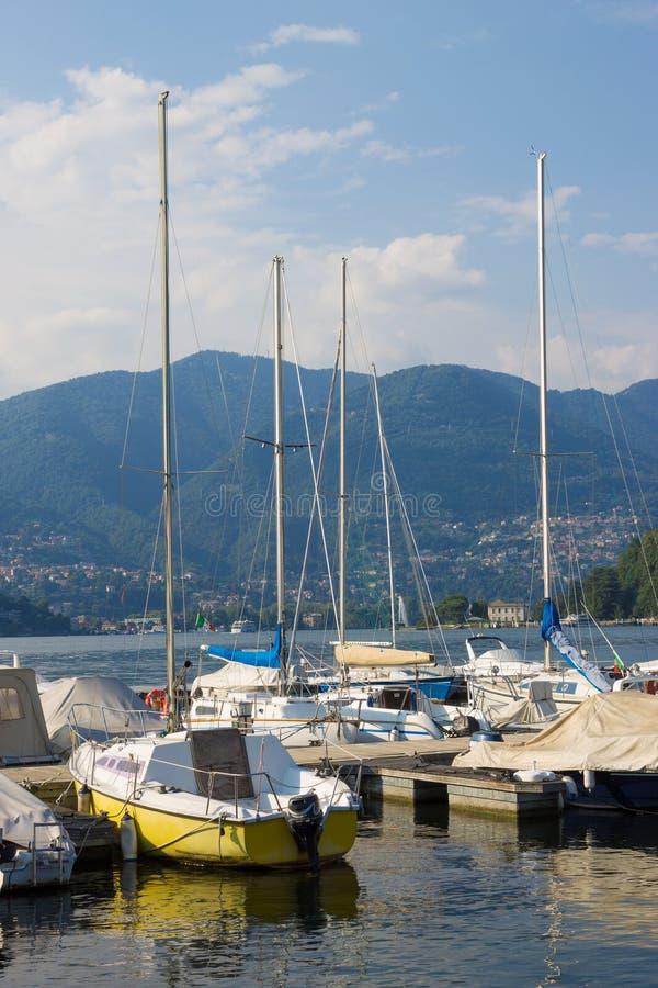 Boote auf dem See Como lizenzfreie stockfotografie